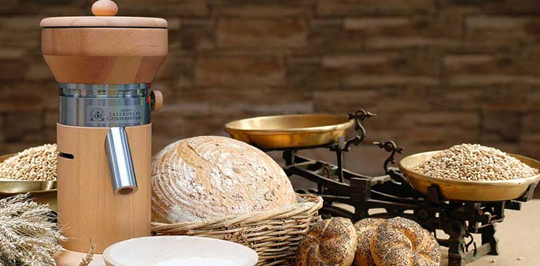 Original Salzburger Getreidemühlen mit Granitmahlstein und Holzmahlkammer