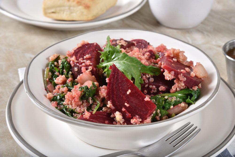 Wintersalat mit Quinoa und Roter Rübe